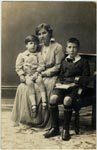 With his mother, and elder brother, Leslie, 1915